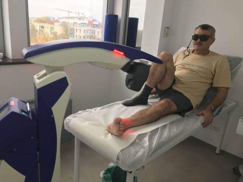Sedinta terapeutica fizioterapie cu laser clinica Centrokinetic