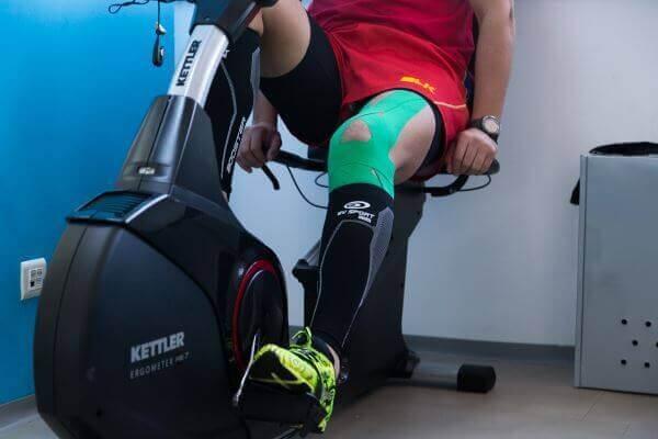 recuperare genunchi bicicleta medicinala benzi kinesio